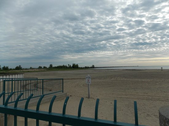 Cedar Point's Sandcastle Suites: walking near the beach.