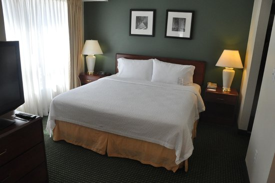 Residence Inn Tulsa South: Bed