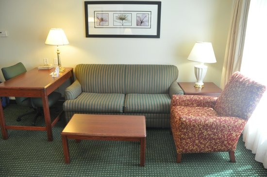 Residence Inn Tulsa South: Living room arera