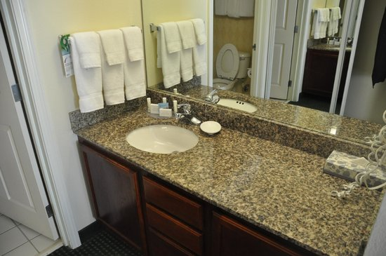Residence Inn Tulsa South: Bathroom