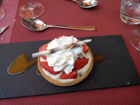 Les Aromates : tarte aux fraises sur crémé à la pistache