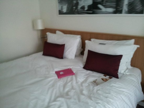 DoubleTree by Hilton Hotel London -Tower of London: King bed