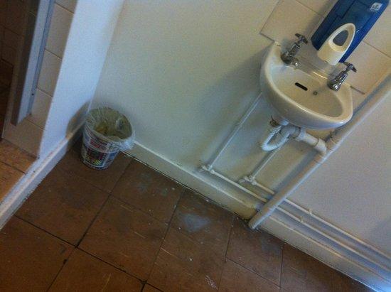 The Londonears Hostel: Waschraum