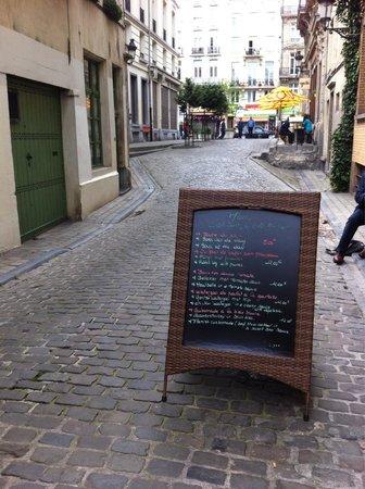 C'Est Bon C'Est Belge Le Cellier : Une des rares rues piétonnes du centre de Bruxelles, un village