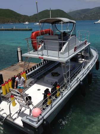 Sunchaser Scuba Ltd. : The super-nice custom dive boat at Sunchasers Scuba