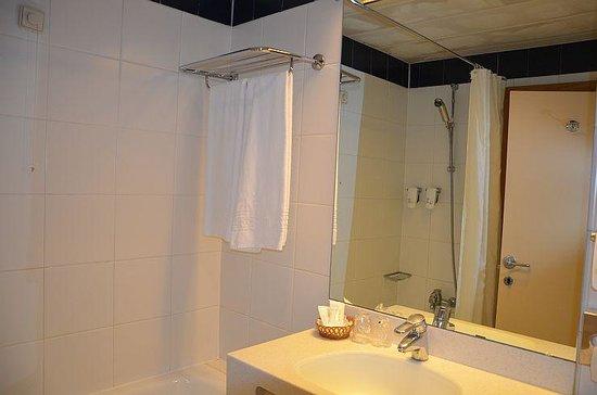 Quality Inn Porto : Bath