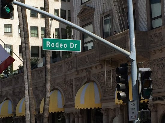 Starline Tours: Rodeo Drive and the Beverly Wilshire from Pretty Woman