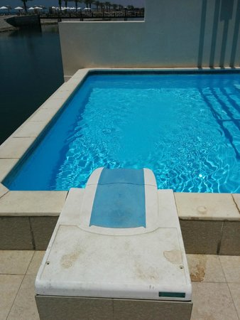 Cove Rotana Resort Ras Al Khaimah: The high chlorine plunge pool, avoid skin contact