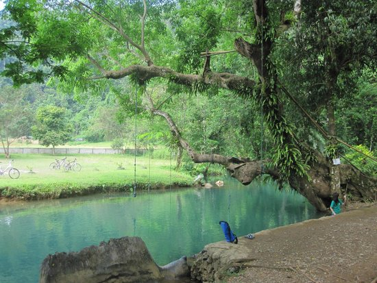 Tham Phu Kham Cave and Blue Lagoon: blue lagoon