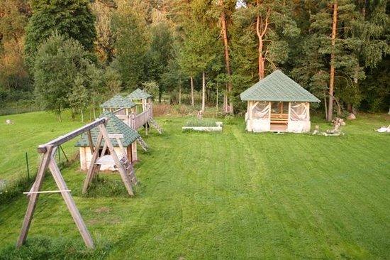 Milzkalne Guest House: Outdoor area