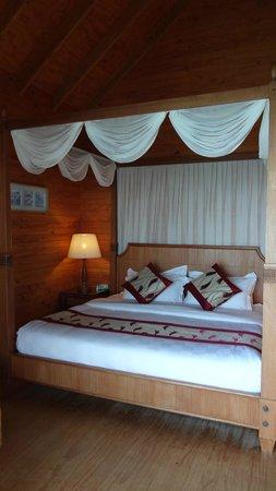 Fihalhohi Island Resort : Inside the water bungalow