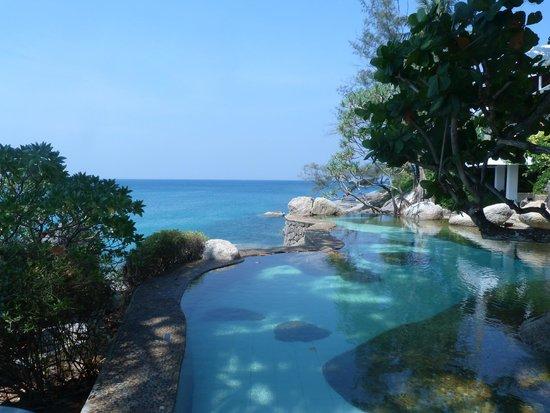 Mom Tri's Villa Royale : piscina salada