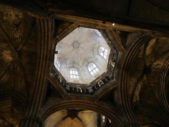 Catedral de Barcelona : Dome in Cathedral of Santa Eulalia