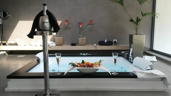 TesoroBlu Hotel & Spa: Jacuzzi Executive suite