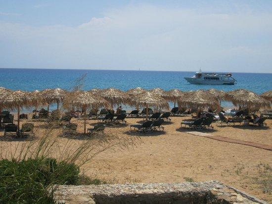 TesoroBlu Hotel & Spa: Beach area next to hotel