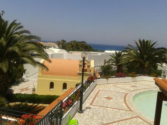 AKS Annabelle Beach Resort : Vista dalla piscina zona reception