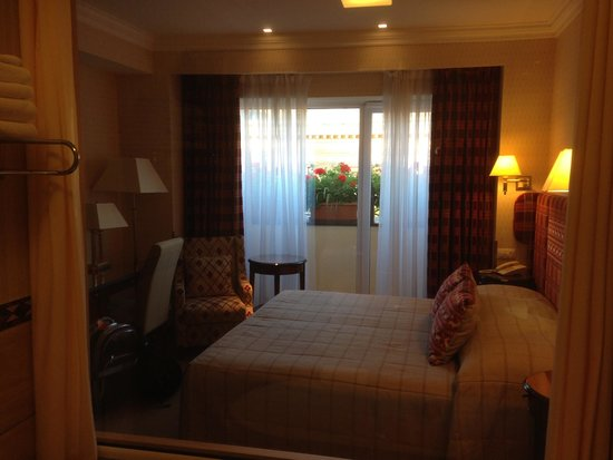 Swiss Hotel: Room