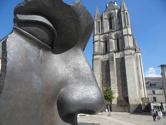 Mercure Angers Centre Gare : Local sculpture