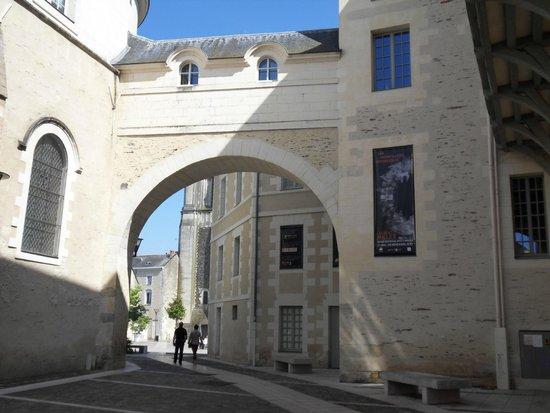 Mercure Angers Centre Gare : Local architecture