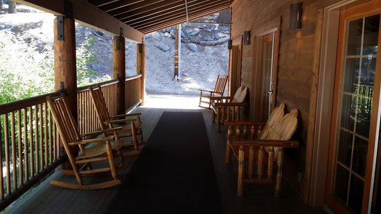 Grant Grove Cabins: Entrance to lobby