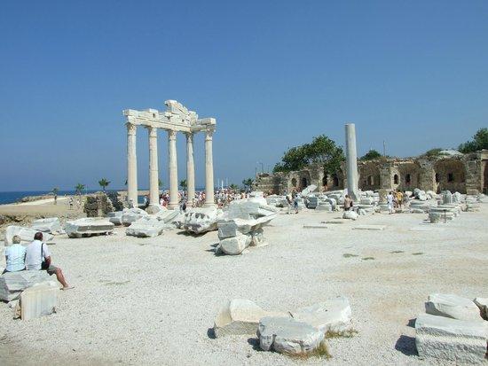 Temple of Apollo: 5 колонн Храма Аполлона в Сиде