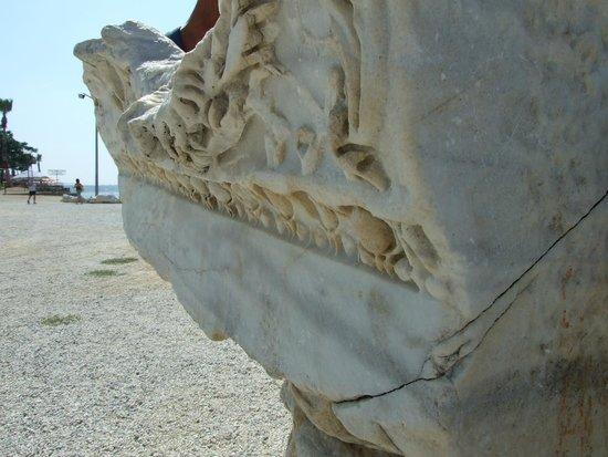 Temple of Apollo: Архитрав в коринфском стиле,  храм Аполлона в Сиде