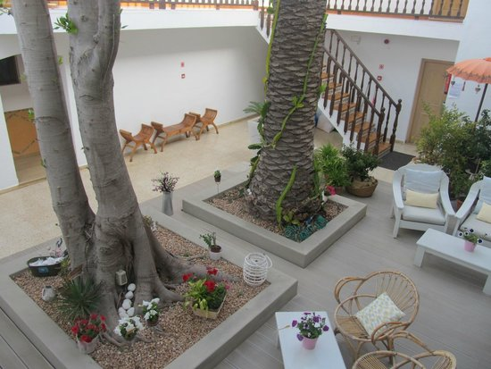 Hostal La Savina: Cortile interno