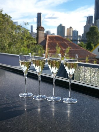 Spicers Balfour Hotel: Champagne in the Roof Top Bar