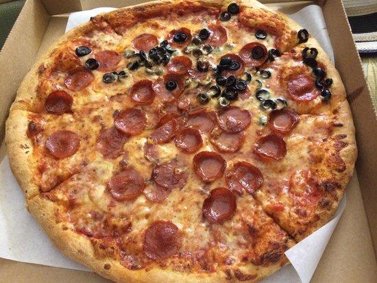 Original Pizza & Restaurant : Thick crust!
