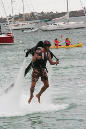 bahía de Simpson, St. Maarten: Flying above the Kayaks, Sure they jealous to pick that trip instead of flying Jet Pack