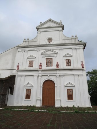 Chapel of Our Lady of the Mount: Facade