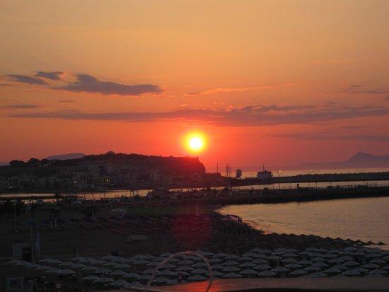 Hotel Theo : solnedgang fra terrassen