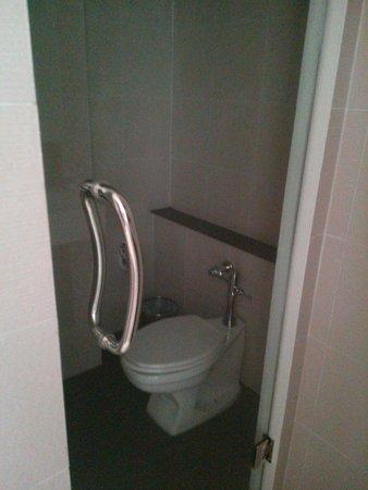 Chanalai Hillside Resort : Toilet Room