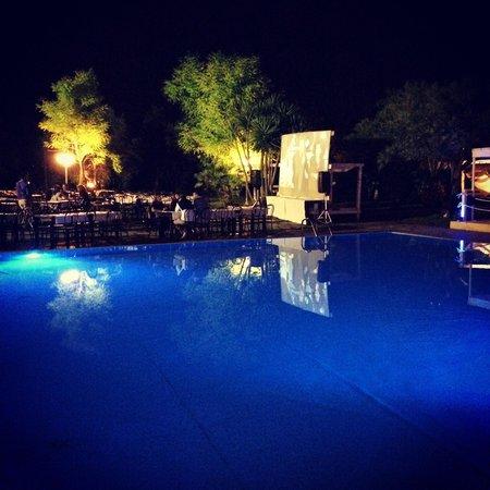 Valle di Mare Country Resort: Piscina... ( con maxi schermo per i mondiali di calcio)