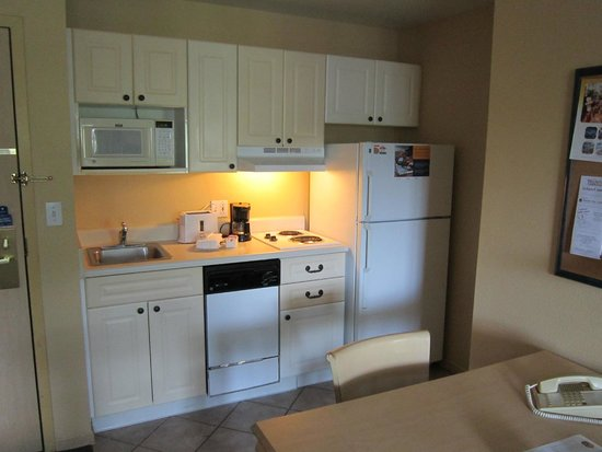Extended Stay America - Orlando - Lake Buena Vista: Kitchen area