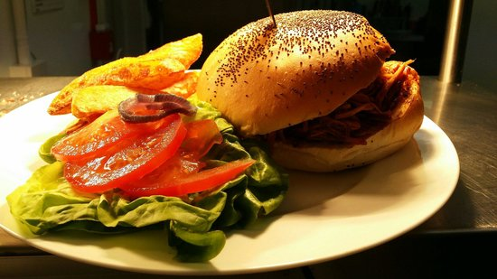 Clay Pigeon: The Old Memphis pulled pork burger