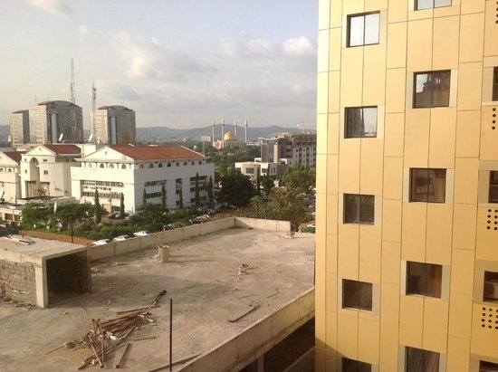 Reiz Continental Hotel: View from 4th floor