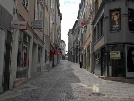 Mercure Limoges Royal Limousin Hotel : Local street scene