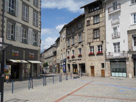 Mercure Limoges Royal Limousin Hotel: Local street scene