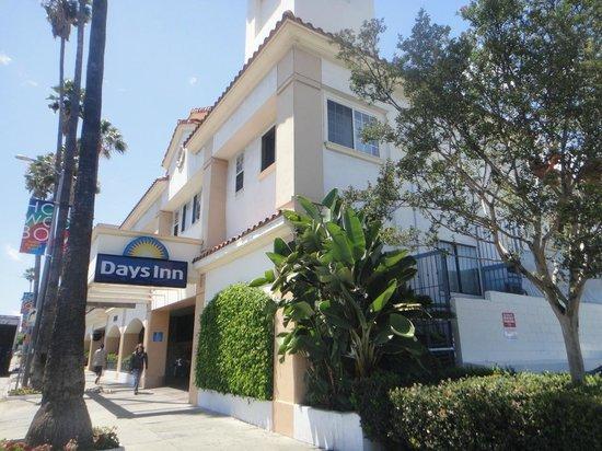Days Inn Hollywood Near Universal Studios: Fachada do hotel