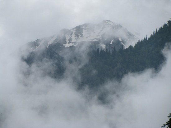 Kinner Camp Sangla: View of the snow capped mountains from our tent