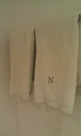 Armoni Hotel Sukhumvit 11 by Andacura: Need better quality towels