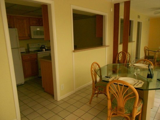 Ventura Resort: Kitchen/Dining Room