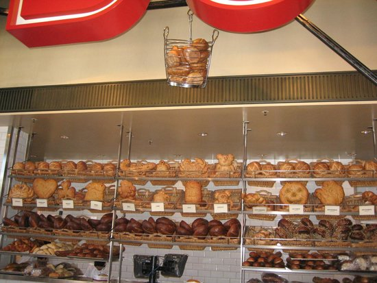 Bistro Boudin : Fresh bread at the counter