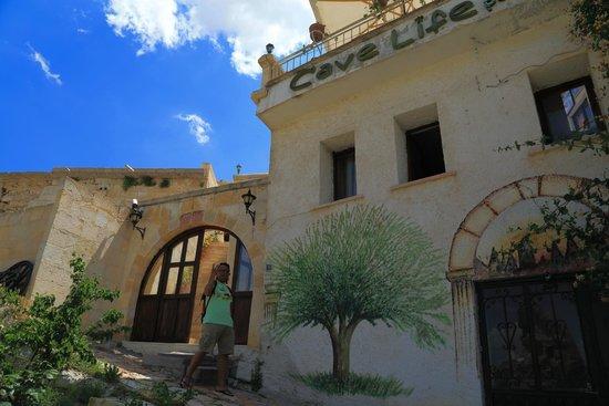 Cave Life Hotel: Door
