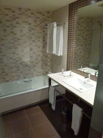 Hotel Elba Carlota : Bathroom inside