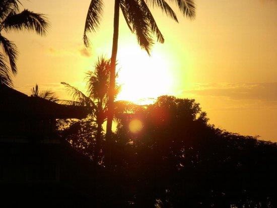 Discovery Kartika Plaza Hotel : Sonnenuntergang vom Hotelzimmer aus gesehen.