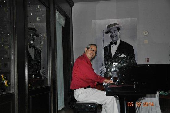 Secrets Silversands Riviera Cancun: Alex, the pianist at Boudeaux