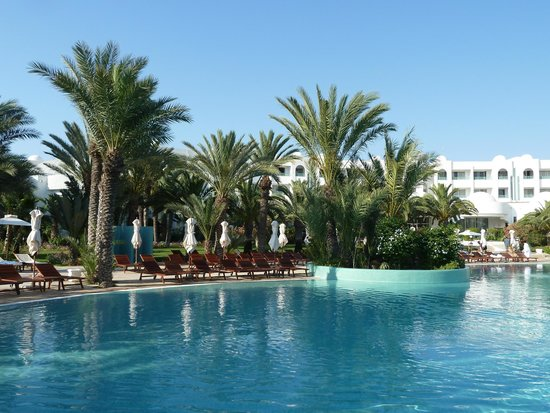 Hotel Palace Royal Garden: une vue de la piscine