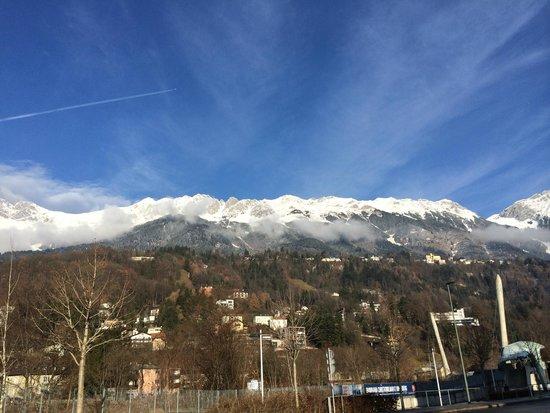 Austria Trend Hotel Congress Innsbruck: 窗外景色可清楚看到Nordpark-Seegrube之景